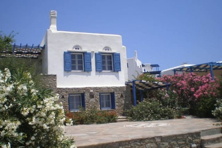 Studio with seaview & courtyard - Tinos - Leilighet