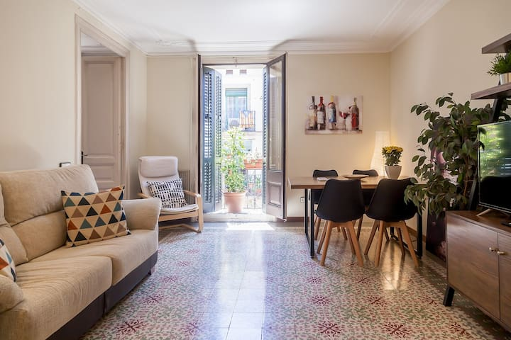 Family Home. Stay in the heart of Bcn!