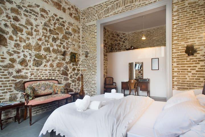 Petra room