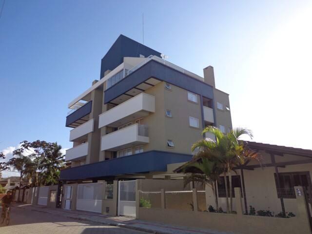 Apto de 2 dorm. menos de 150m praia de Bombas - Bombinhas - Apartament