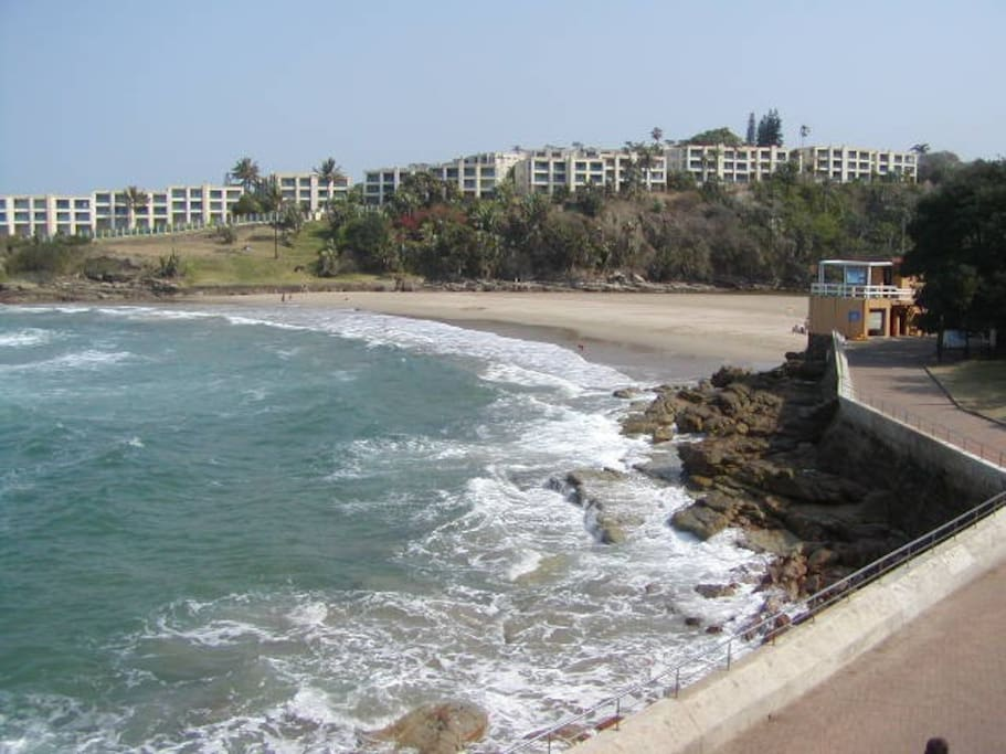 Uvongo Beach - 502 metres from the apartment