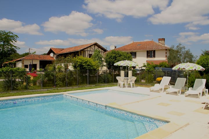 Large groups @ France getaway (8-31 people) - Lagarde-Hachan - Apartemen