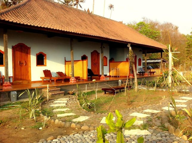 Balian Surf Camp - Selemadeg Barat, Tabanan - Bed & Breakfast