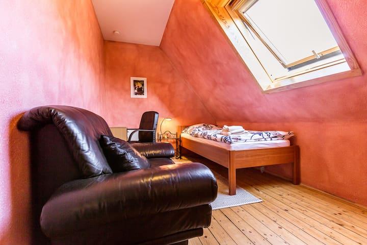 Stilvolles Zimmer in schöner Lage