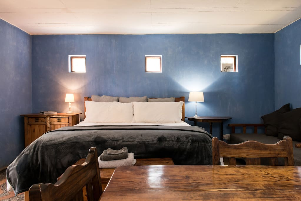 Romantic room at country style guesthouse guest suites for Country style bedroom suites