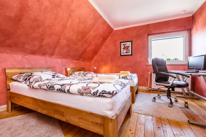 Schönes und Helles Zimmer im Grünen - Ratingen - Huis