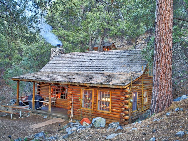 Eat bacon relax authentic log cabin experience for Log cabin builders in california