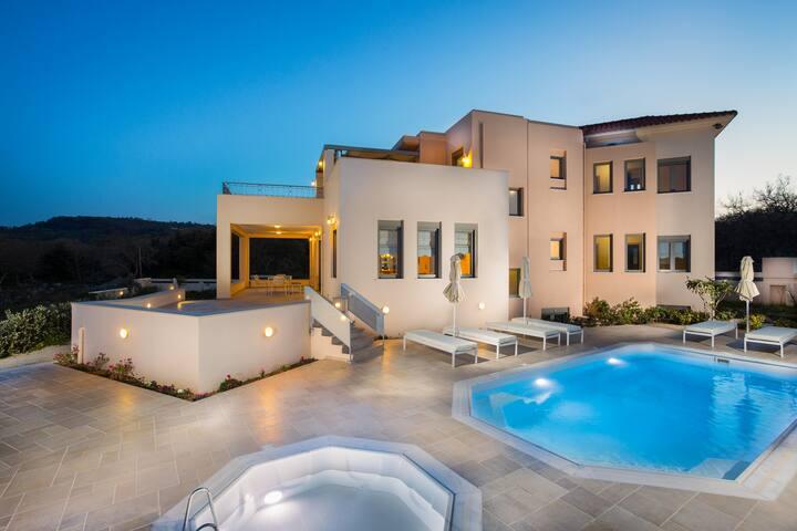 4 bedroom Villa next to Rethymno city & beach