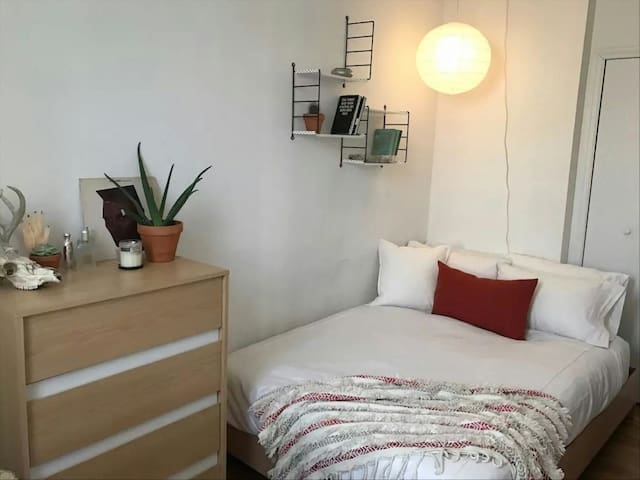 Cozy room in the heart of Newcastle East