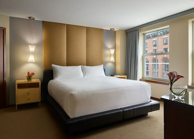 Battery Wharf Hotel, One Bedroom Suite