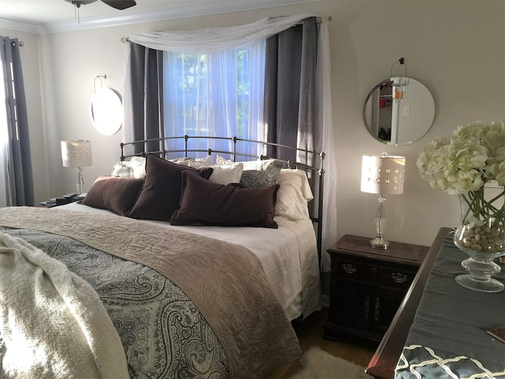 King size Suite in Bedford Home