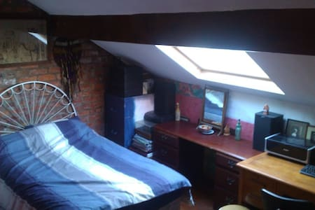 3 Bed Mid Terrace House  with CH. - Radcliffe - Hus