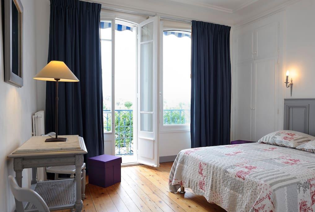 Chambre très spacieuse avec vue mer
