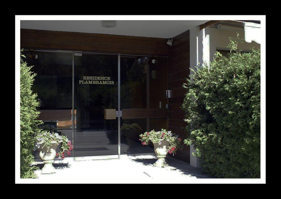 Très belle entrée de l'immeuble