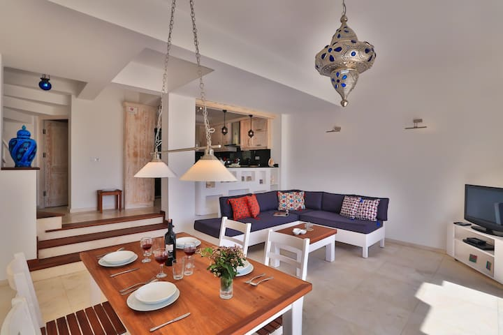 VILLA SU: SHARED POOL & CLOSE TO THE SEA....