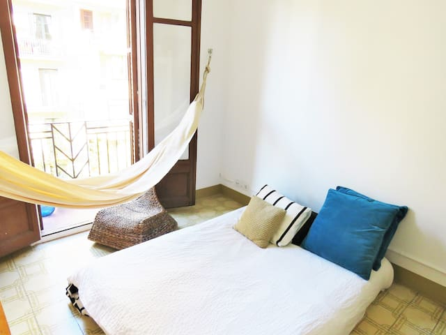 Double Room: Private Terrace: Sunshine and Hamacs - Barcelona - House