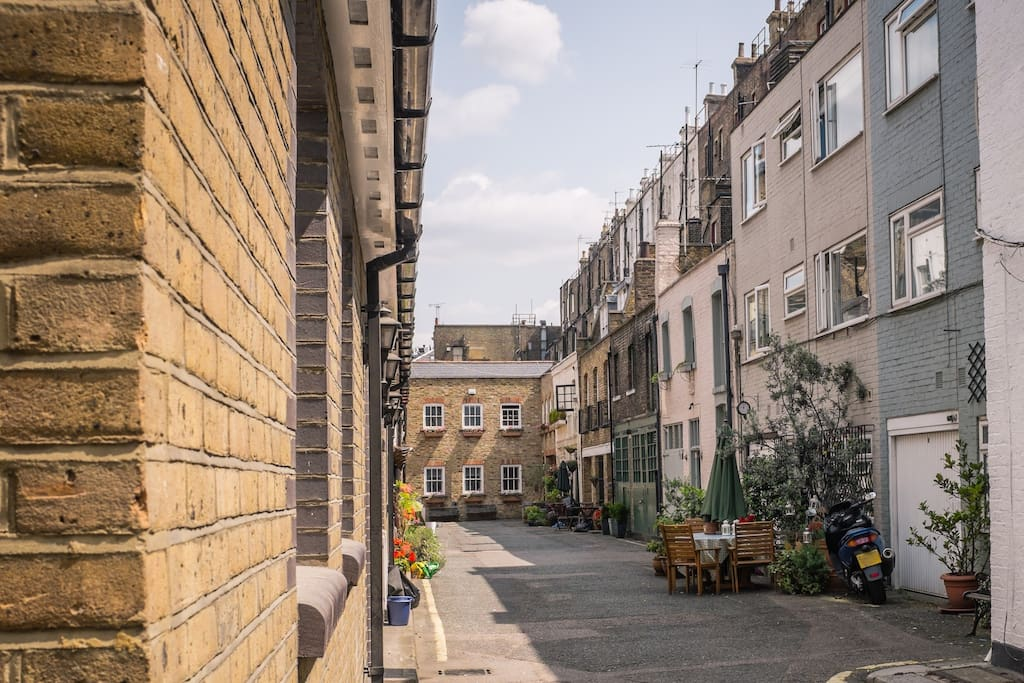 Charming and quiet little Mews street in the heart of London