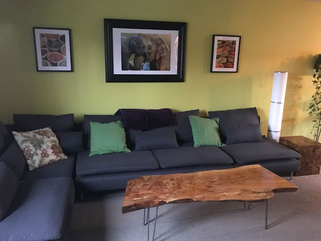 24 hour self check-in - 2 bedroom close to BART