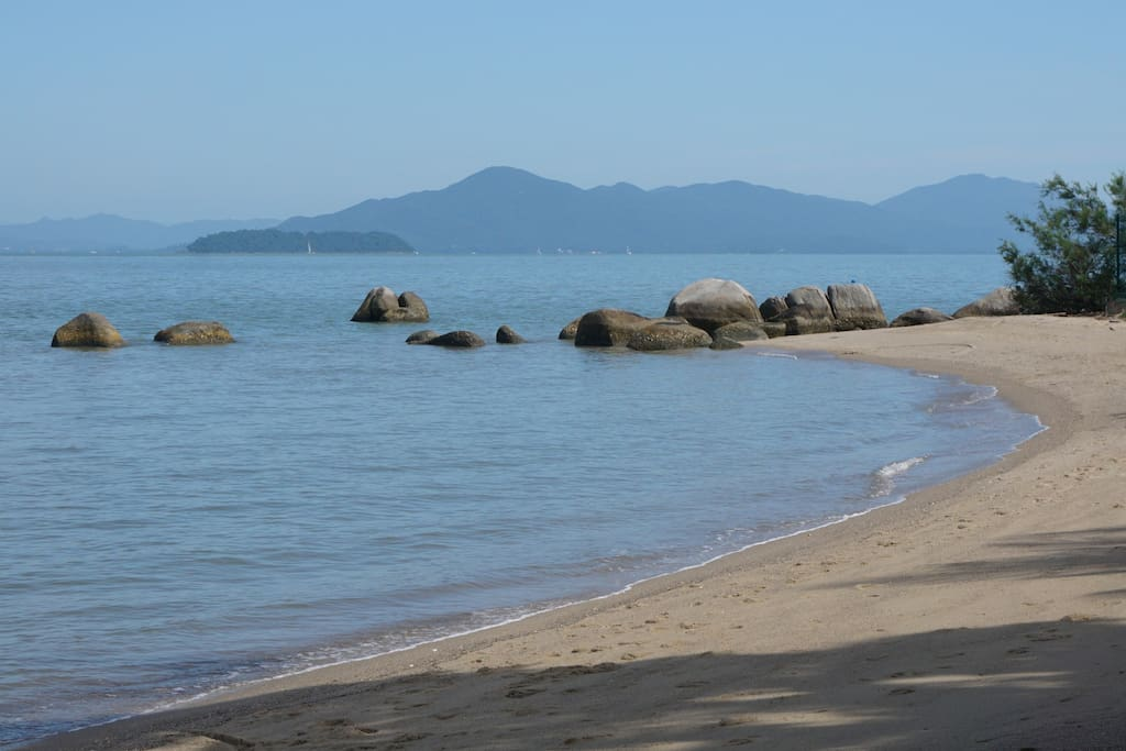 Mar tranquilo de Baia.
