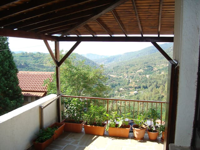 Mountain house - Amazing view - Limassol - Rumah