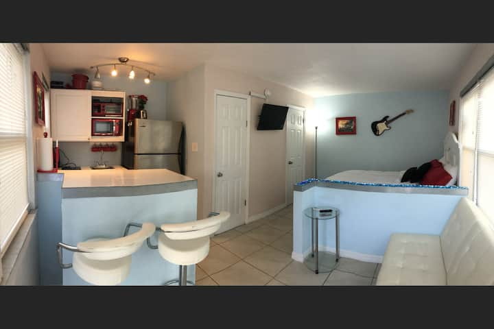 Apt1 Awesome St Pete Beach Studio, Pets Welcomed!