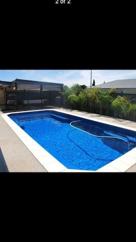 Luxury heated pool & large family home in Cobram