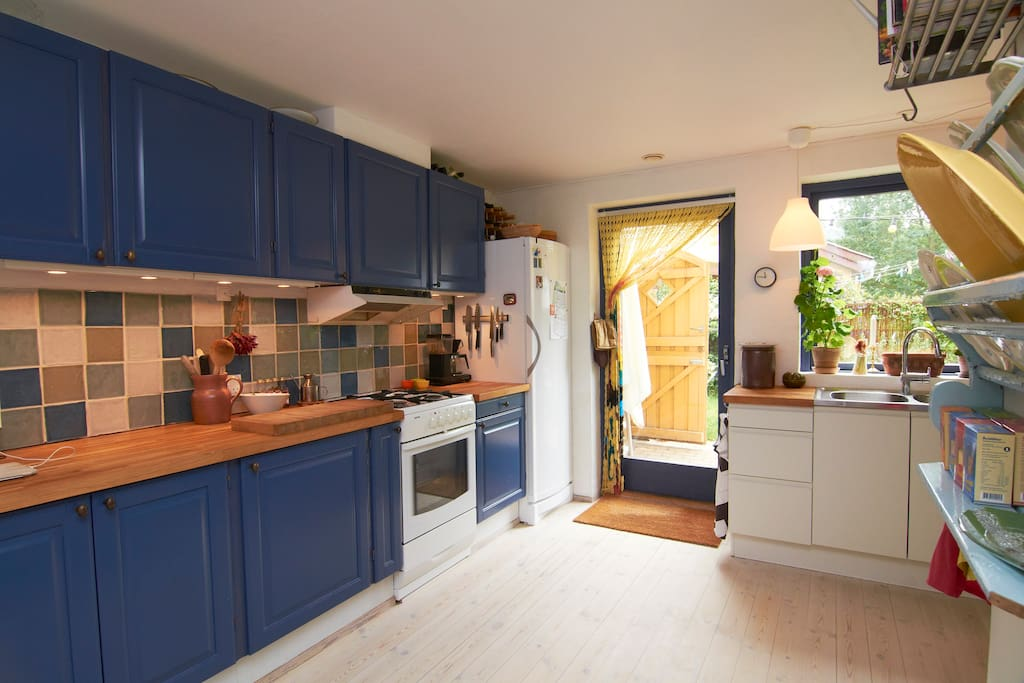 Kitchen and exit to the garden