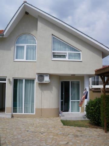Дом с басейна в Равда  - Равда - Dům
