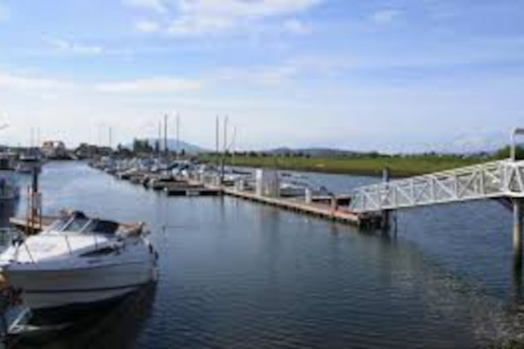 Sandy Point Marina