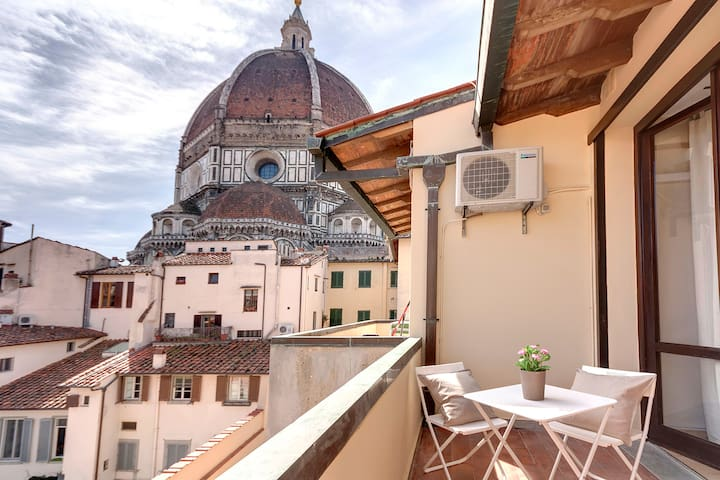 TERRACE WITH VIEW ON THE DOME