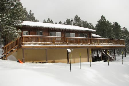 Awesome LOG CABIN close to ski/golf - Angel Fire