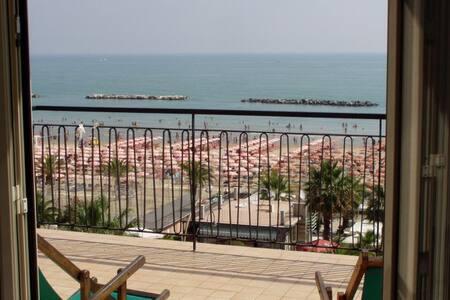 B&B Attico Mare - Davanti alla spiaggia ! - San Benedetto del Tronto - Bed & Breakfast