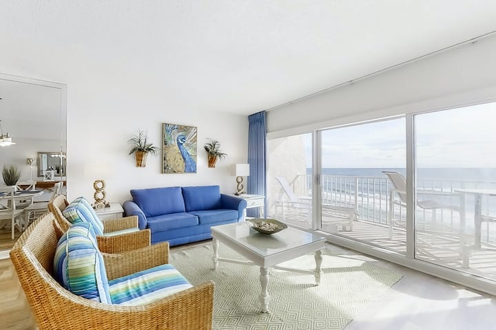 Family-friendly Gulf front Condo w/Free WiFi, W/D, Shared Pool, Gym, and Tennis
