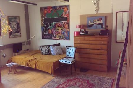 Unique room in artist studio in Bagsværd - Bagsværd