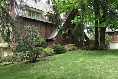 Beautiful English Tudor Home Room 1 - Youngstown