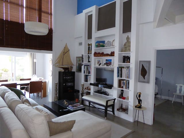 Quiet 2 Bed Loft House with private pool