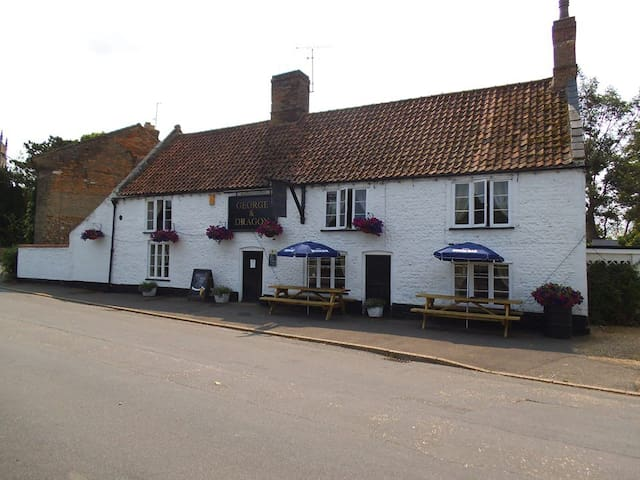 The George & Dragon Public house  - West Dereham - Leilighet