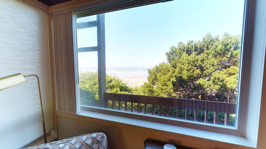 Experience Driftwood Beach Guest House, an oceanfront home in Seal Rock, OR!