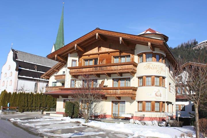 Luxurious Apartment in Kaltenbach with Saana