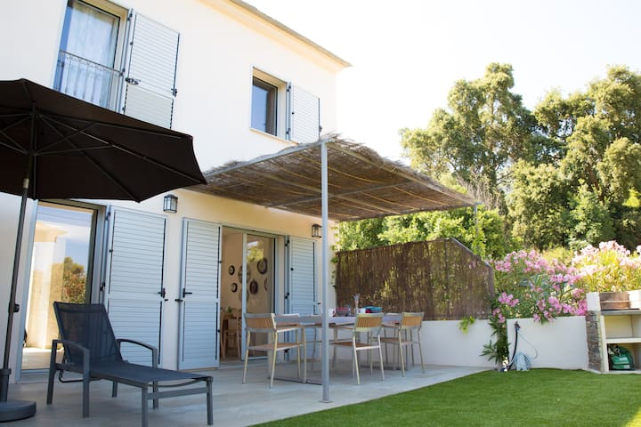 Charm with private garden. Ideal for families ! - Brando - House