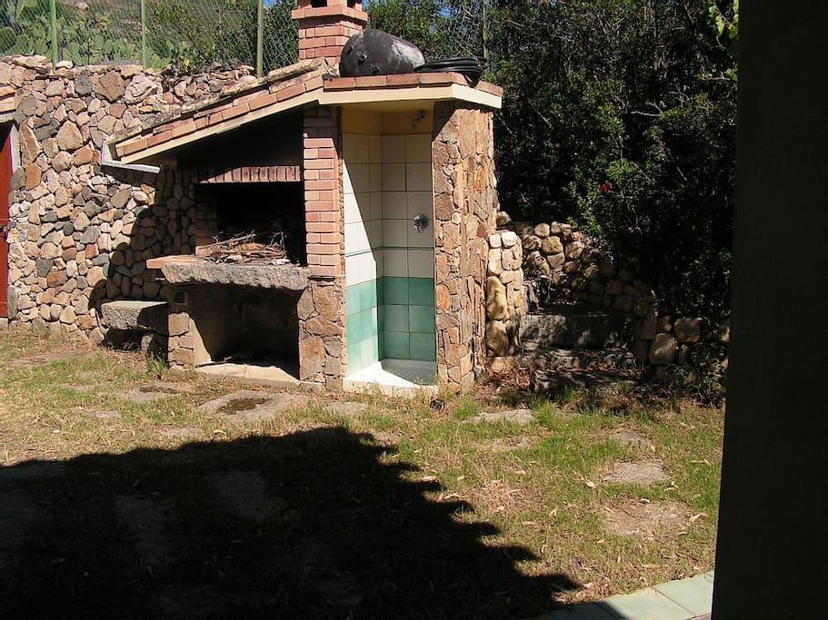 Barbecue & Doccia Esterna