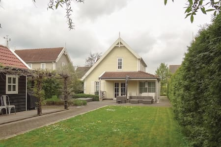 Holiday cottage with 3 bedrooms on 120m² in Wemeldinge