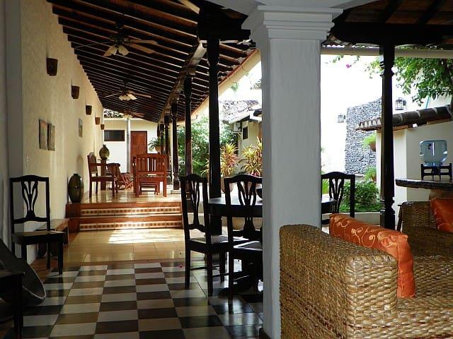 Casa Cascada-Colonial House