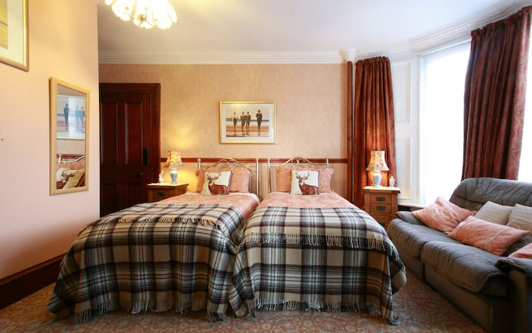 Charming Wallace twin Highland room