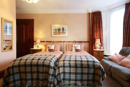 Charming Wallace twin Highland room - Crieff - Bed & Breakfast