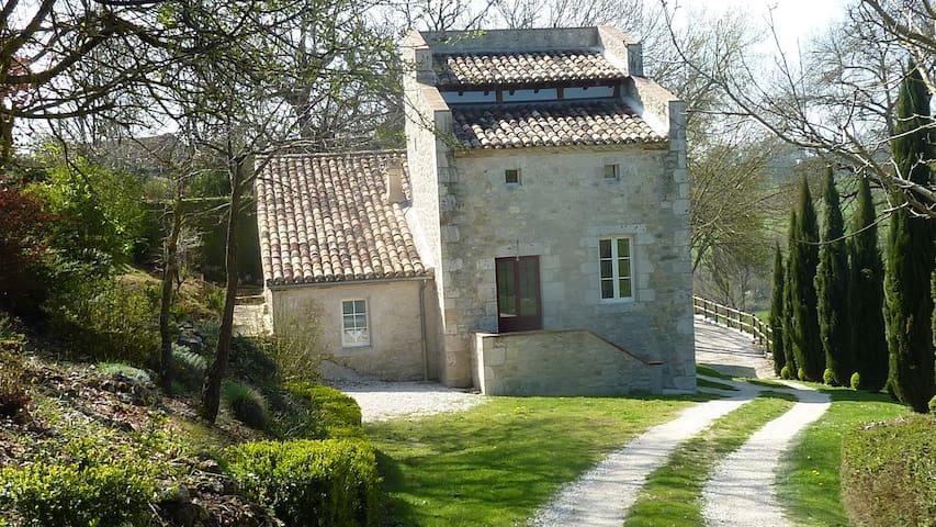 Grande Demeure de caractère à la campagne - Saint-Nazaire-de-Valentane - Rumah