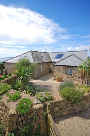 Stunning Old Carthouse with seaview - Penzance - House