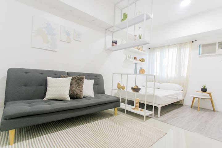 Best location cozy unit at SMDC Light Residences
