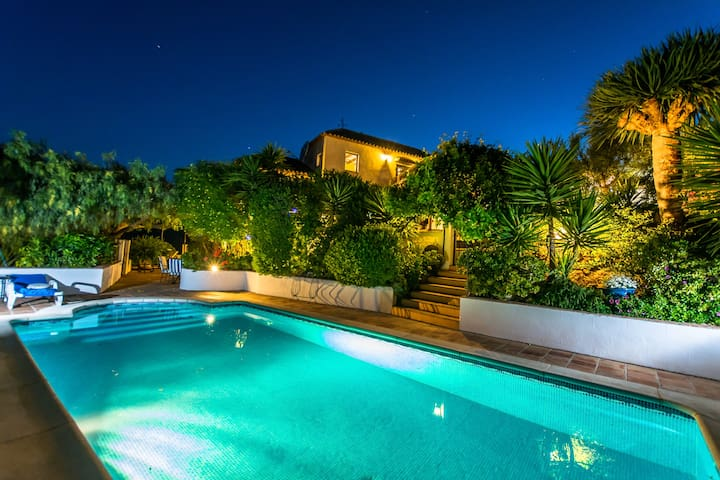 Unique Cortijo, Secluded Private Pool and Gardens