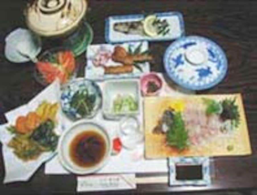 夕食は自家栽培の野菜や、岩魚のお刺身などです(宿泊料金に含まれています)